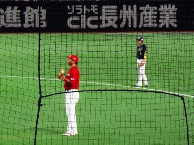 2広島・新井選手とヤクルト・山田選手.jpg