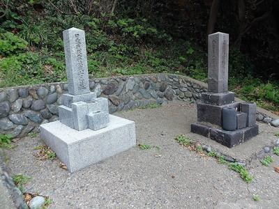 「常陸丸」遭難兵士の墓とロシア兵士の墓.jpg