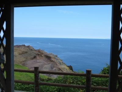 あづまやからの潮吹き岩の眺め.jpg
