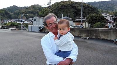 おじいちゃんと昌輝ちゃん7.4.15.jpg