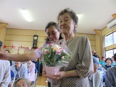 お祝いの花かご88歳伊藤さん.jpg