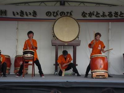 みすゞ音頭を育てる会「青波」太鼓演奏1.jpg