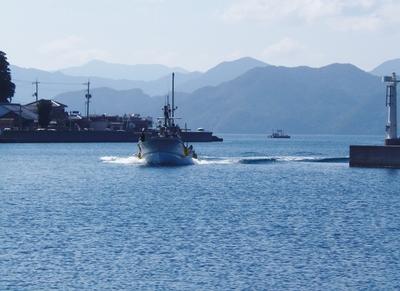 イカ釣り船.jpg