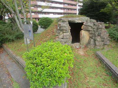 カクメ石古墳石室1.jpg