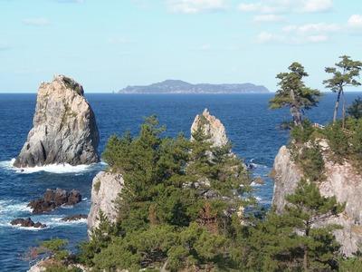 カモメ岩と萩市相島.jpg