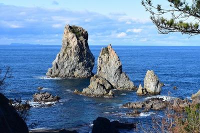 カモメ岩と静が浦.jpg