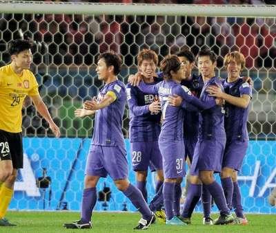 クラブW杯3位となり喜ぶ広島イレブン.jpg