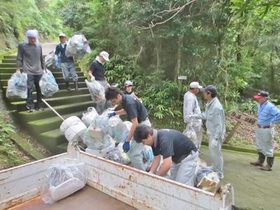 ゴミの運搬4.jpg