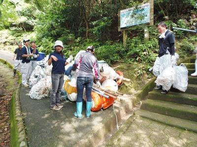 ゴミ運び2.jpg