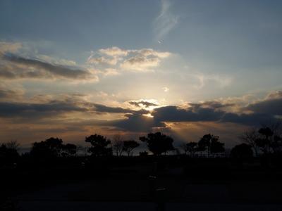 サンライズへの意地悪な雲.jpg