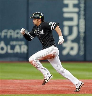 ソフトバンク柳田30盗塁1.jpg