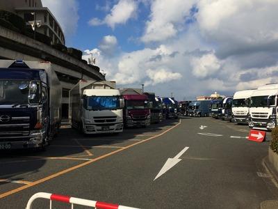 トラック21台.jpg