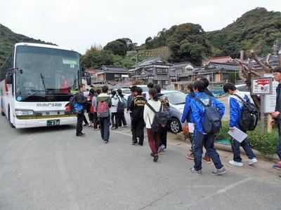 バスに乗車.jpg