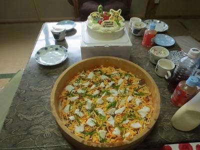 バースデーケーキと鯛寿司.jpg