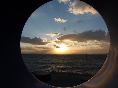 モニュメントからの夕陽2.jpg