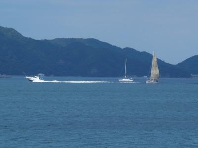 モーターボートとヨット.jpg