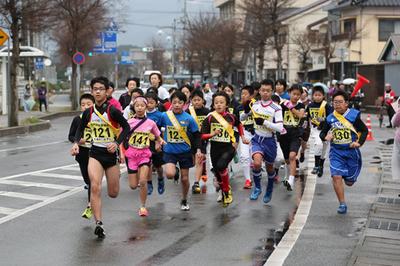 一般女子・小学生は八坂神社前をスタート.jpg