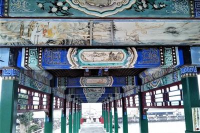 三国志の物語や花鳥風月を描いた美しい回廊.jpg