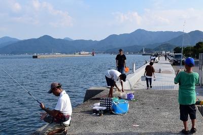 人工島の釣り師.jpg