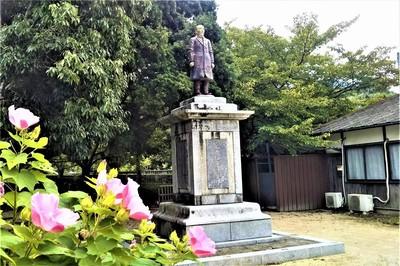 伊藤博文の陶像1.jpg