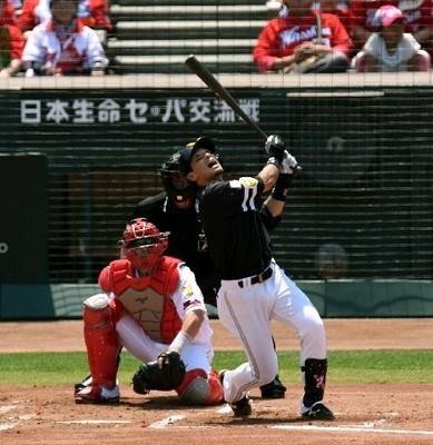先制の二塁内野安打を放つ松田.jpg