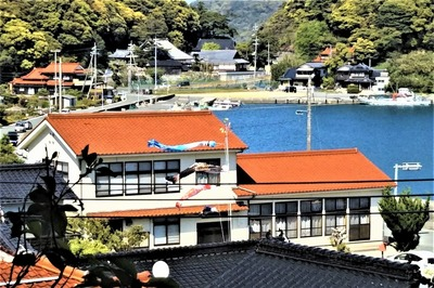 公会堂と鯉のぼり.jpg