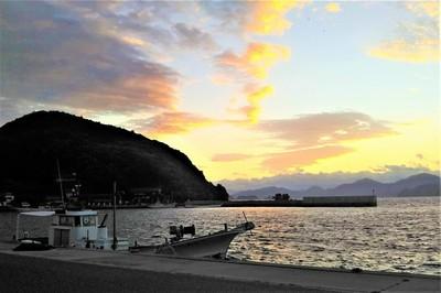 六浦山と日の出前1.jpg