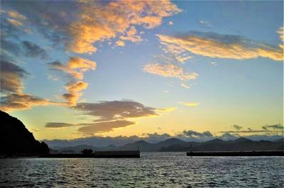 六浦山と日の出前2.jpg