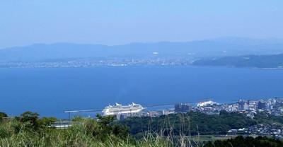 別府国際観光港と大分市市街.JPG