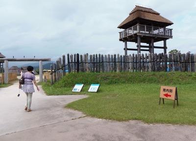 南内郭の正門と物見櫓.jpg