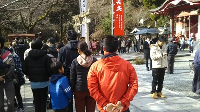 参拝者の列.JPG