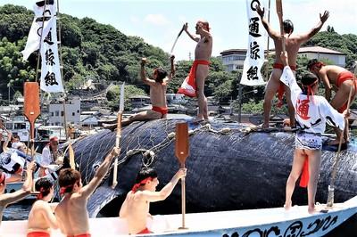 古式捕鯨実演1.jpg