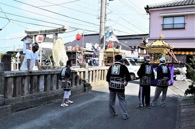 古祇園様前の賑わい.jpg