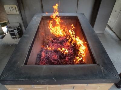 地蔵尊の前で焚かれた線香.jpg