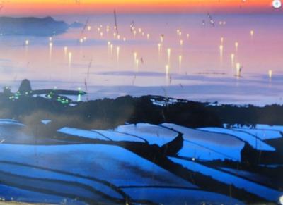 夕暮れの漁火と棚田.jpg