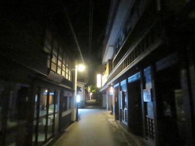 夜の黒川温泉街.jpg