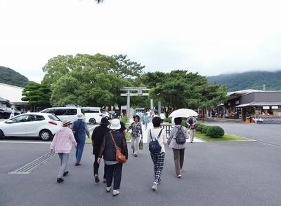 大勢の観光客.jpg