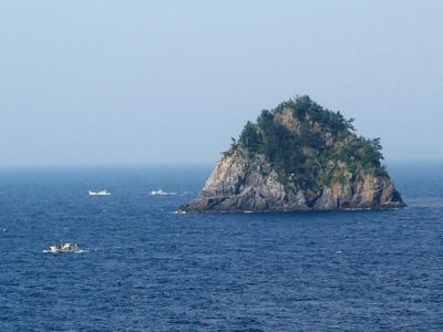 大山島と漁船.jpg