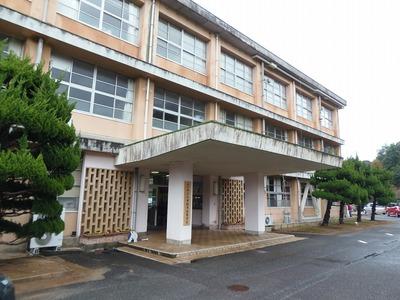 大津緑洋高校・日置校舎玄関.jpg