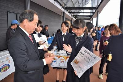 大西市長と大津緑洋高校・日置校舎生徒.jpg