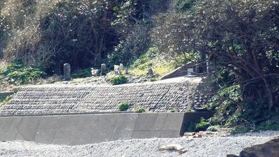 大越の浜と日露兵士の墓碑3.jpg