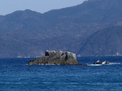女出の岩.jpg