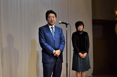 安倍晋三内閣総理大臣と昭恵夫人2.jpg