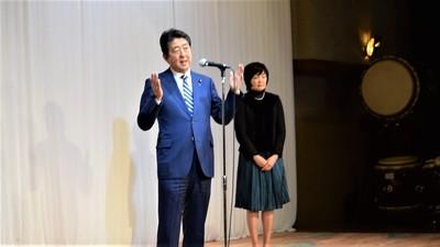 安倍晋三内閣総理大臣と昭恵夫人3.jpg
