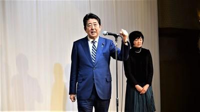 安倍晋三内閣総理大臣と昭恵夫人4.jpg