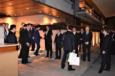 安倍総理と握手1.jpg