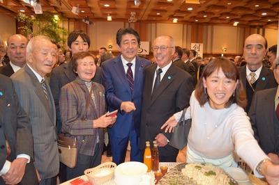 安倍総理と記念撮影1.jpg