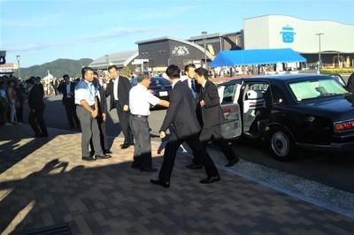 安倍総理センザキッチンに到着1.jpg