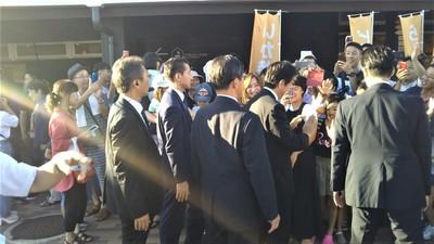 安倍総理ハイタッチや記念撮影5.jpg