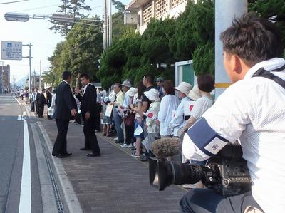 安倍総理大臣を待つみなさん3.jpg